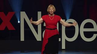 Reading minds through body language | Lynne Franklin | TEDxNaperville