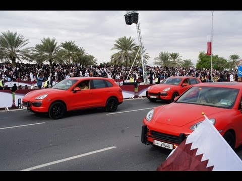 Qatar's Special Forces Police drive Porsches - Panamera and Cayenne - Short clip