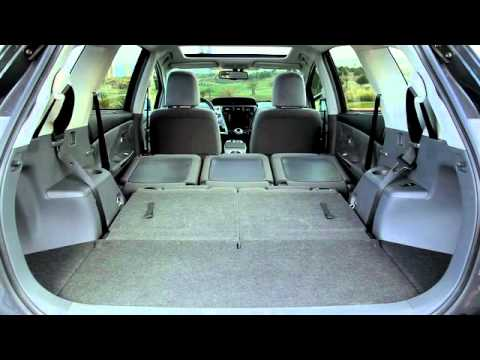 the packaging inside the 7 seater hybrid toyota priusplus youtube. Black Bedroom Furniture Sets. Home Design Ideas