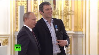 Video: Putin honors Russian ice hockey team after win at world champs