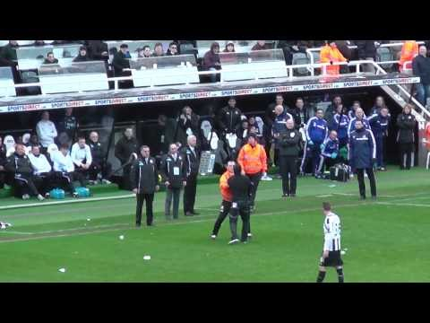 Newcastle Fan Throws His Season Ticket @ Alan Pardew V Sunderland 1st Feb 2014