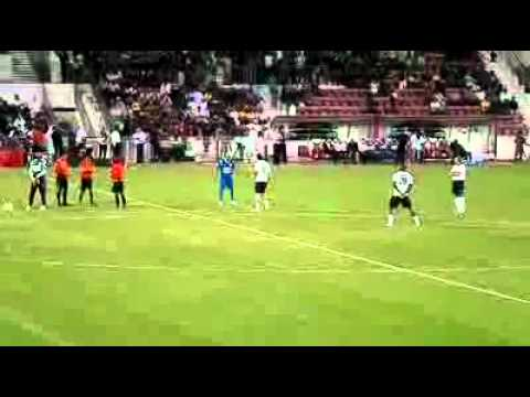 El_Hadji_Diouf_and_Robert_Pires_Freestyle(foot)
