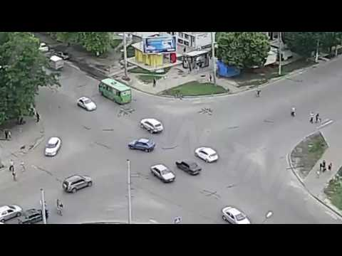ДТП на перекрестке ул. Гвардейцев-Широнинцев — ул. Валентиновская (31-05-2016)
