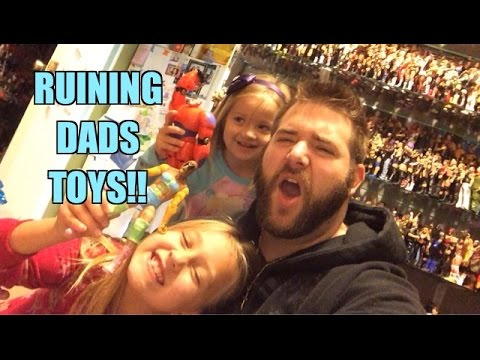 Grim's Toy Show Ep 1064: Kids Ruin Dads Wwe Wrestling Figures By Painting Them! Mattel Elites! video