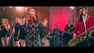 """Clairy Browne & The Bangin' Rackettes - """"Jenny"""" In Studio Performance"""
