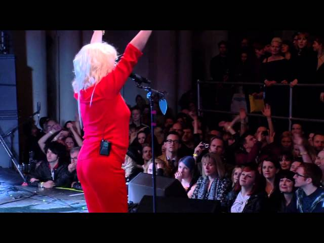 Blondie Plays 9-Minute Version Of 'Heart Of Glass' At NME Awards 2014