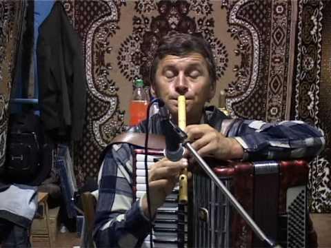 Cahul  Moldova   Andrusul de Jos Ilie Pralea cu o melodie la fluer