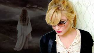 Watch Melody Gardot Momma video