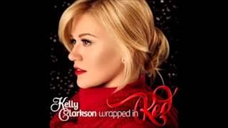 Watch Kelly Clarkson Winter Dreams video