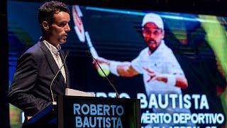 Premio Endavant al Mérito Deportivo y la insignia de oro del Villarreal CF a Roberto Bautista