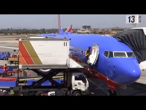 Southwest Airlines Boeing 737-800 Takeoff -- Los Angeles Airport KLAX / LAX + Enroute to MDW