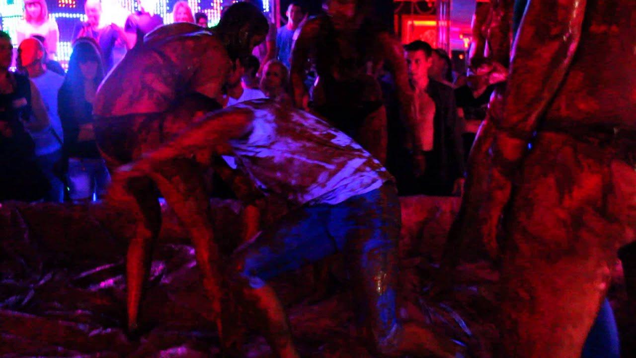 Развратный конкурс в ночном клубе в крыму 3 фотография