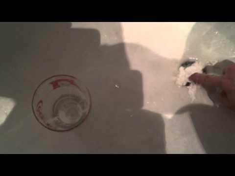 Как устранить засор в раковине или ванной за минуту