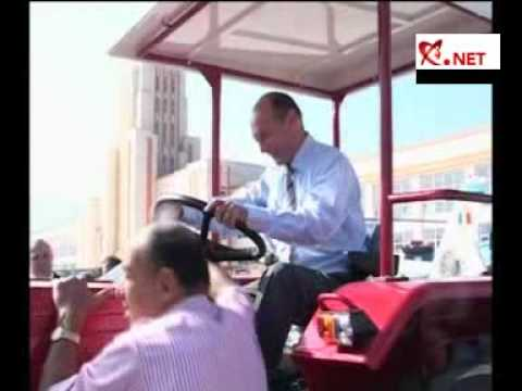 Traian Băsescu s-a urcat la volanul unui tractor produs la R
