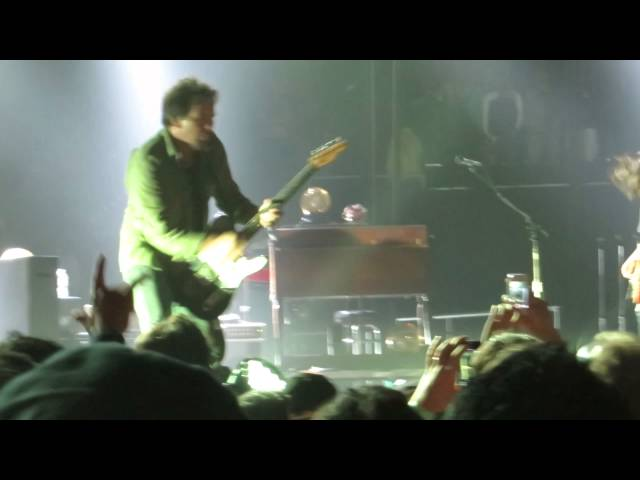 Eddie Vedder playing a fan out of the pit 11/23/13