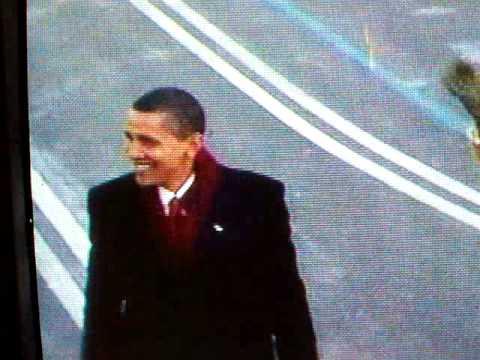 President Obama and Michelle Obama walking to White House