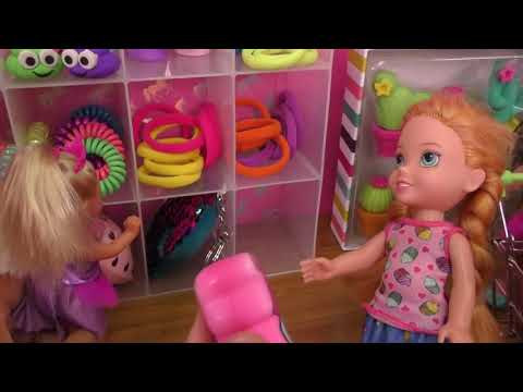 Shopping ! Elsa and Anna toddlers buy from Claire's store - Barbie