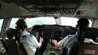 Boeing 747-400 landing