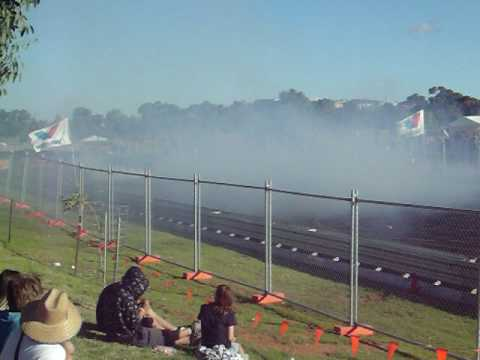 EB XR6 4L carby Murray Brigde AUTOFEST 2010 BURNOUTS Video