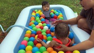 Mandi Bola Shanti dan Shindi - Unboxing Kolam Renang Balita Lucu- Kids Playing Balls Swimming Pool