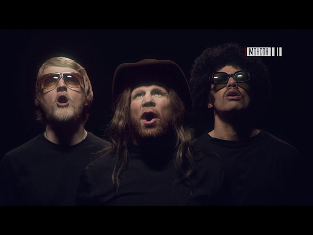 Jeff Monson performs in вBuild A Wallв music video