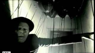 Клип Tom Waits - God's Away On Business