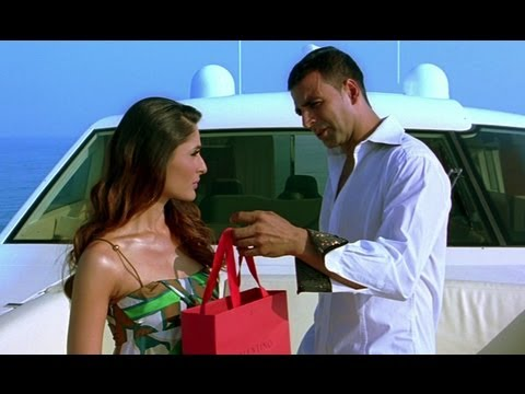 Akshay Kumar Gifts A Bikini To Kareena Kapoor - Kambakkht Ishq video