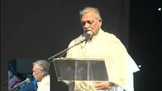 Gulzar recites his poetry at Jagjit Singh Concert
