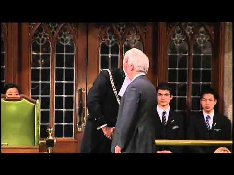 Harper honours Sergeant-at-Arms Kevin Vickers for his actions during Wednesday's attack