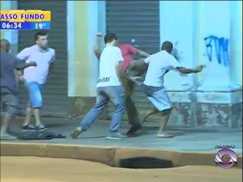 Taxista reage a um assalto e nocauteia o Ladrão