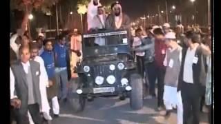 الشيخ الشريم في السيارة يسلم على الناس في الهند 2012 1433