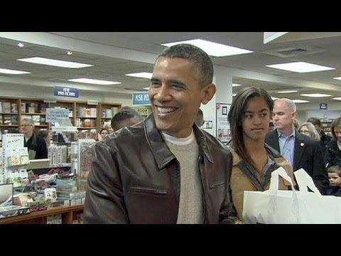 ObamaanddaughtersgobigonbooksonSmallBusinessSaturday - no comment