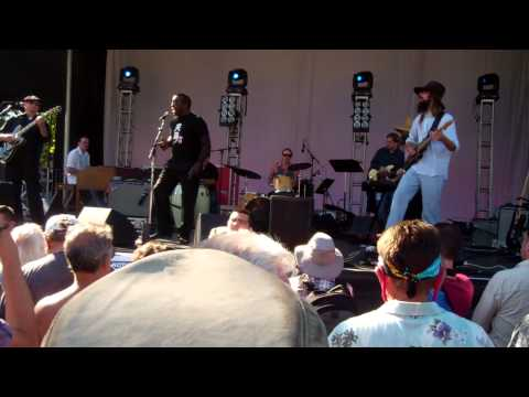 Dennis Coffey and guest vocals by Ural Thomas at Bumbershoot.MP4