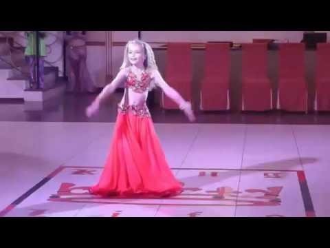 بنت اوكرانية صغيرة ترقص احسن من دينا و صافيناز تحفة thumbnail
