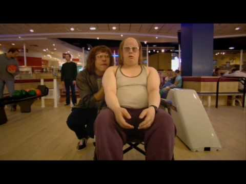 little britain lou und andy beim bowling youtube. Black Bedroom Furniture Sets. Home Design Ideas