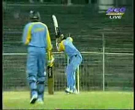 Mahendra Singh Dhoni Bat Slip Video