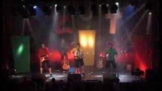 Groupe ZUT chante