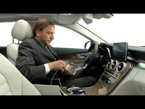 2014 Mercedes C-Class - Apple CarPlay demo