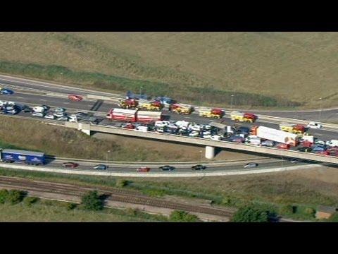В ДТП в Англии столкнулись более 130 автомобилей