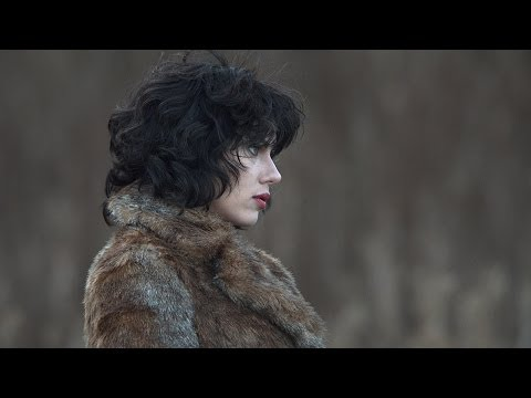 'Under the Skin' Movie review by Betsy Sharkey