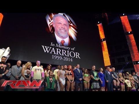 A tribute to the memory of The Ultimate Warrior: Raw, April 14, 2014 klip izle