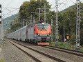 Опаздывающий на полчаса двухэтажный поезд Москва - Адлер, ведомый электровозом ЭП20-035