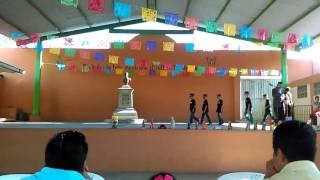 Gael bailando el día del padre
