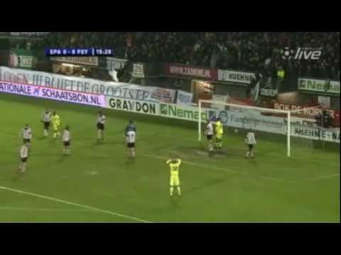 Het duel om de Zilveren Bal is weer in ere hersteld en gewonnen door Feyenoord. Voorafgaand aan het duel werd er een minuut stilte gehouden voor het overluiden van Feyenoord-legende Coen Moulijn,...