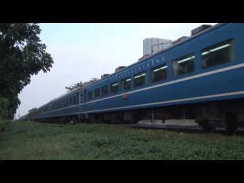 タイに渡った日本の客車 Thailand Express(SRT) passing SamSen Stn
