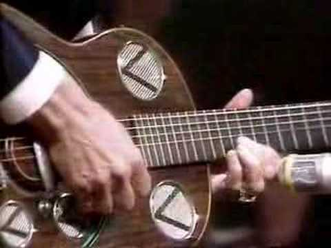 Chet Atkins performs