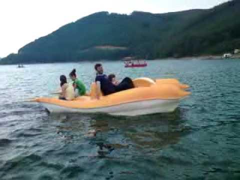 Me Boss-in e liqenit te Batllaves