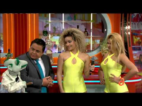 Carlucho presenta a las nuevas bailarinas de El Happy Hour