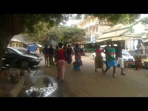 Conakry: Des jeunes manifestent à Kaloum