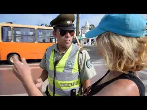 Carabinero sorprende a turistas hablando perfecto inglés MP3